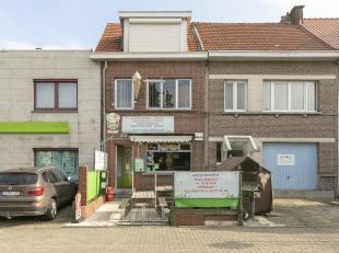 Charmant handelspand met bovenliggende woonst op toplocatie te Wommelgem!<br /> Ligging:Uiterst gunstig gelegen handelszaak op een zijbaan van de Auto