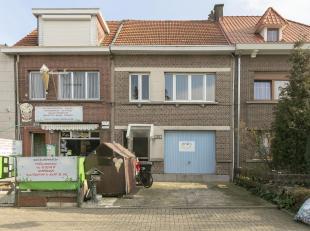 Charmante woning met 2 slpk, garage en zonnig terras op toplocatie te Wommelgem!<br /> ligging:Uiterst gunstig gelegen woning op een zijbaan van de Au