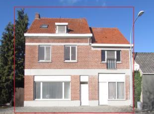 Instapklare halfopen bebouwing met 4 slaapkamers gelegen op een perceel van 443m².<br /> Ligging:Centrale ligging in mol, op slechts 2km van het