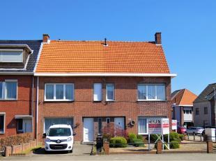 Charmant, met volwaardige materialen afgewerkte woning met 3 SLPK gezellig terras en garage op een centrale ligging van Hoevenen!<br /> Ligging:Centra