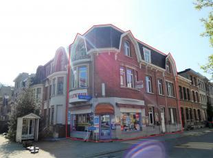 Opbrengsteigendom met comm glvl + duplex appartement op toplocatie!<br />  Ligging:op een boogscheut van hetRivierenhof (150m) op de hoek van Vennebor