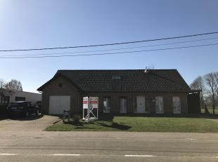 Instapklare woning met 5 slpkop ca 1255m².<br /> Ligging:<br /> nabij het centrum van Meerhout, zeer goede verbinding met deE313. Op korte afstan