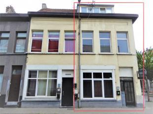 Te renoveren hoekwoning (155m²) op toplocatie te Borgerhout met mogelijkheden! De woning is momenteel opgesplitst in 3 studio's.<br /> Ligging:Ge