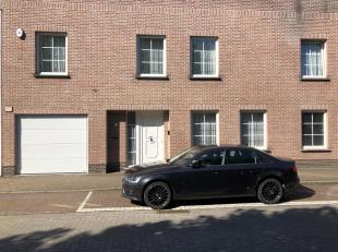 Mooie ééngezinswoning te Merksem<br /> Ligging:Gelegen in een rustige zijstraat van de Bredabaan te Merksem. Winkels, scholen en openbaa