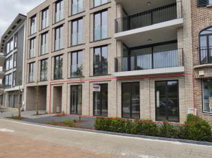 Hoogwaardig afgewerkt en uitzonderlijk mooi gelegen, ruim gelijkvloersappartement in het centrum van Herentals. Voorzien met een eigen garage (inbegre
