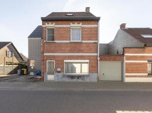 Te renoveren woning met 3 slpk nabij het centrum van Oud Turnhout.<br /> Ligging: gelegen net nabij het centrum van Oud Turnhout met vlotte verbinding