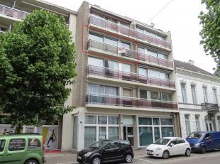 Instapklaar appartement met 2 slaapkamers, terras en garage<br /> Locatie:<br /> Gelegen nabij het station, bushaltes, winkels, scholen, etc.<br /> In