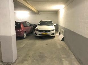 Beschrijving : Nabij het Brilschanspark. In de bruisende buurt van Berchem vindt men deze 4 dubbele autostaanplaatsen te koop. Momenteel zijn ze allem