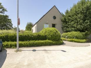 Handelspand /wellness complex te Westerlo.<br /> Het gebouw dateert van 1999 en verkeerd in goede staat van onderhoud.<br /> Ligging: Zeer gunstig gel