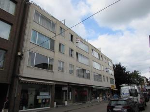 Ruim te renoveren appartement met staanplaats<br /> Locatie:<br /> Het appartement is gelegen in het centrum van Turnhout nabij de winkelstraat.<br />