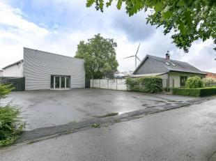 Ruime woning met magazijn van 150m² in industriegebied.<br /> De woning dateert oorspronkelijk van 1933 en het magazijn van 1993. In 2005 werd er