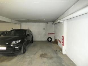 Het gaat om overdekte staanplaats bovengronds in het centrum van Antwerpen op de Italiëlei vlakbij de Rooseveltplaats. De staanplaats is bovendie