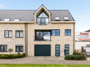 Prachtige gesloten bebouwing volledig instapklaar met 2 slaapkamers, zonnig terras en dubbele garage op toplocatie te Lier!<br /> Ligging: Magnifiek g