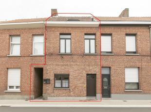 Ruime woning bestaande uit twee appartementen.Ligging: Zeer centraal gelegen in het centrum van Herentals nabij winkels, scholen, het station, ... . V