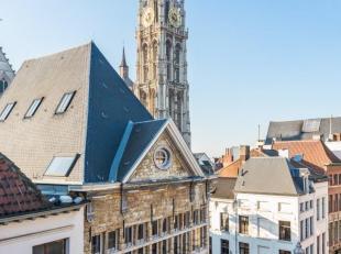 Dit prachtig appartement is gelegen in een charmant kleinschalig vernieuwbouwproject in het hartje van Antwerpen met zicht op de Grote Markt. Deze uni