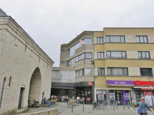 GROTENDEELS GERENOVEERD APPARTEMENT MET 2 SLPK.<br /> Ligging: pal in het centrum/winkelstraat van Herentals, alle voorzieningen (winkels, scholen, op