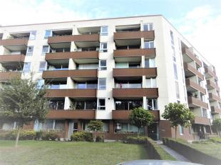 Op te frissen gelijkvloers appartement (81m²) voorzien van één slaapkamer op toplocatie te Edegem!<br /> Ligging:Gelegen op toploca