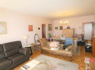 Te renoveren 1 slaapkamer appartement<br /> Indeling:Inkomhal,leefruimte, keuken, badkamer, toilet, slaapkamer, berging en terras.<br /> Ligging:Op ee
