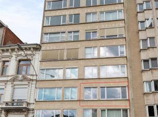 Ruim appartement op toplocatie tegenover het Koning Albertpark.<br /> Dit ruim 2/3/4 slaapkamer appartement bevindt zich op het tweede verdiep en bied