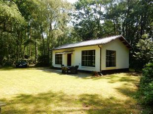 Vergunde bungalow op 2.000m² in alle rust, vlakbij het centurm.<br /> Ligging: Gelegen net buiten het centrum van Wechelderzande, op slechts enke