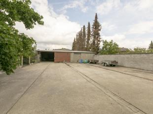 <br /> Gunstig gelegen magazijn/werkplaats/garage van 327m² te Putte (Grasheide) met mogelijkheden!<br /> Het magazijn is momenteel opgesplitst i