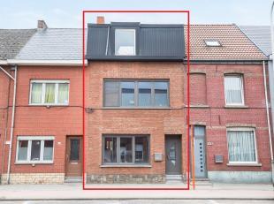 Charmante, op te frissen eengezinswoning met 4 slaapkamers!<br /> Ligging:<br /> De gunstig gelegen woning bevindt zich op enkele minuten van Mechelen