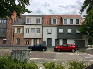 Luxueus recent app gelegen op een prachtige locatie in hartje Vlimmeren.<br /> Beschrijving: Het appartement beschikt over een inkomhal met gastentoil