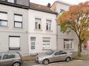 Deze leuke starterswoning situeert zich in de Luxemburgstraat en is dus uiterst centraal gelegen. Je kan gaan winkelen in de Abdijstraat, er zijn scho