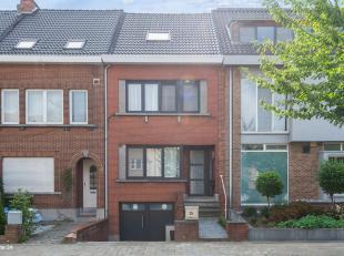 Ligging : Instapklare en ideaal gelegen woning aan grote invalswegen A12/Ring Antwerpen. Nabij detailhandel, scholen, openbaar vervoer, winkels en res