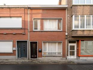 Bent u op zoek naar een woning in het centrum van Merksem met een tuintje?Deze woning is op zoek naar een nieuwe eigenaar die graag de laatste zaken o