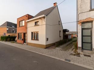 Gunstig gelegen arbeiderswoning<br /> Ligging:<br /> Centraal gelegen woning in een rustige doodlopende straat vlakbij het centrum van Hofstade. Schol