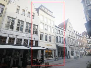 Opbrengsteigendom op toplocatie te Antwerpen!<br /> Ligging:<br /> DeOude Koornmarktis een straat in het historische centrum van Antwerpen. De straat