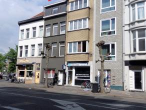 Handelshuis met 3 appartementen en winkelgelijkvloers op centrale locatie !<br /> Ligging: centraal gelegen nabij het Sint-Jansplein op wandelafstand