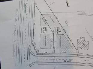 Bouwgrond voor open bebouwing van 1242 m². Geen bouwverplichting. Woongebied met landelijk karakter. Aansluitingen met openbaar vervoer en autosn