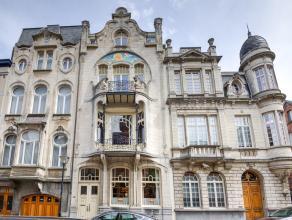 Stijlvolle en exclusieve Art Nouveau herenwoning op toplocatie in de wijk Zurenborg!Ligging: De Transvaalstraat heeft een opvallend en rijk straatbeel