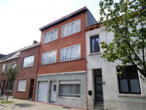 Ruime woning met 5 slpks, tuin en garageLigging: gelegen nabij Antwerpen-Centrum, in directe omgeving van in- en uitvalswegen en autostradesE19, E34 e