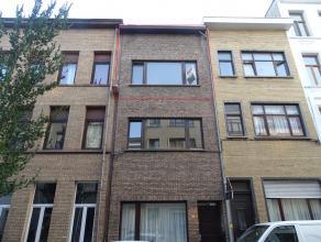 Triplex-appartementLigging:Rustig gelegennabij Park Spoor Noord en het Sint-Jansplein!Indeling: hal, 3 slaapkamers, 3 douchekamers, keuken, terras, zo