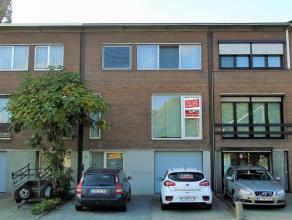 VOLLEDIG GERENOVEERDEbel-etage met3slaapkamers en tuinin centrum Wommelgem! Indeling:Inkomhal met trap, gastentoilet, wasplaats, garage, werkplaats. V