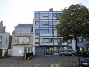 Prima onderhouden appartement op de derde verdieping met Lift, twee slaapkamers, vernieuwd zonneterras met prachtig zicht, gelegen tegen de ring van T