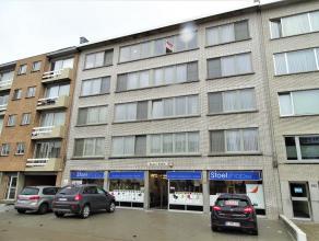 Instapklaar appartement met 2 slaapkamers te Deurne!<br /> Ligging:gelegen op een centrale liggingin een goed onderhouden gebouw, dicht bij openbaar v