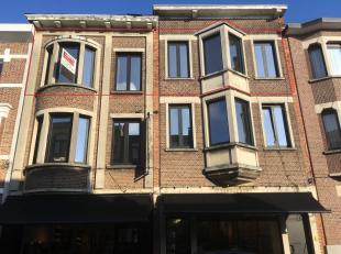 Gerenoveerd karaktervol appartement met 2 slaapkamers! Ligging: Gelegen in rustige straat in Berchem nabij het Middelheim ziekenhuis, winkels en openb