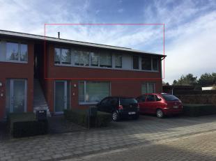 Ligging: nabij E34 en openbaar vervoer, in het centrum van WechelderzandeBeschrijving: appartement metwoonkamer, keuken, badkamer, 2 slaapkamers, park