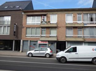 Drieslaapkamerappartement met overdekte autostaanplaats in het centrum van Oostmalle.<br /> Dit goed onderhouden appartement op de tweede verdieping o