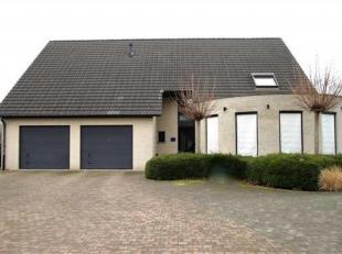 Prachtige villa met 5 slpk's en mogelijkheid vrij beroep op een terrein van 1700m².Ligging: Nabij het centrum van Mechelen, vlotte verbinding met