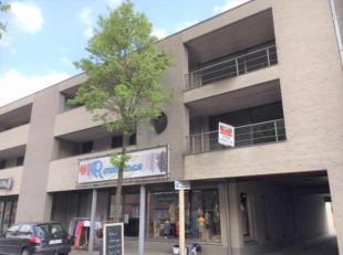 Instapklaar appartement (1e verd.)van +/- 128 m² met 3 slpks. en een terras van +/- 21 m² in het centrum ! Nabij Jansen Pharmaceutica, goede