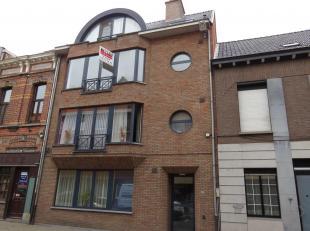 Zeer ruim 2-slaapkamer appartement met terras en garage! locatie:Het appartement is gelegen op de tweede verdieping van het appartementsgebouw. Centru