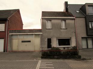 Te renoveren woning met projectmogelijkhedenLigging: In het centrum van Olen, winkels en openbaar vervoer. Rustig gelegen locatie van het appartement.