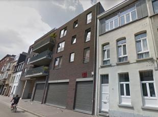 Recent nieuwbouwappartement met 2 slaapkamers en groot terras! Ligging: Gelegen tussen het Sint-Jansplein en het Park Spoor Noord nabij vele invalsweg