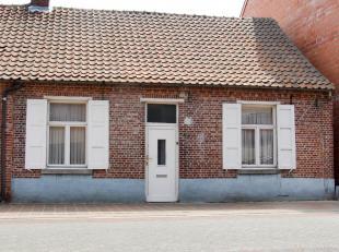 Charmant deels gerenoveerde woning op een perceel van 200m², gelegen in het centrum van Vosselaar, nabij scholen, winkels en openbaarvervoer. EPC