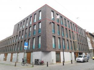 Gemeubeld duplex-appartement met 2 slaapkamers. Ligging: Gelegen op een centrale locatie op wandelafstand van het Koningin Astridplein en het Centraal
